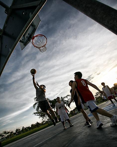 https://shimworld.files.wordpress.com/2008/11/ogdc-basketball-05.jpg