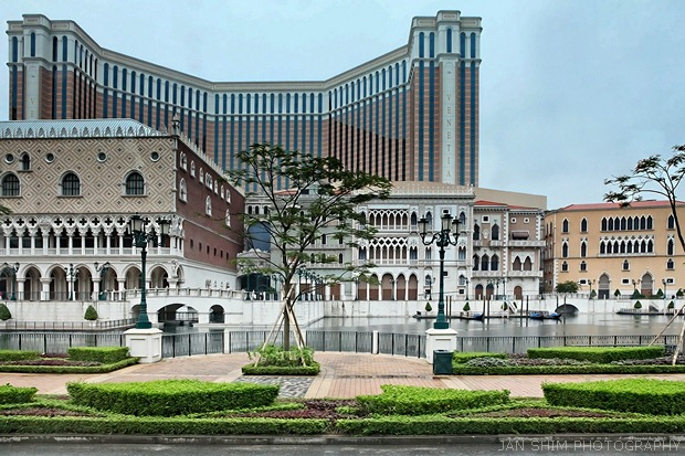 The cotai strip one night at the venetian macao resort hotel i took this passing shot of the venetian macao on the complimentary venetian shuttle bus the total size of the venetian macao is equivalent to 56 football altavistaventures Images