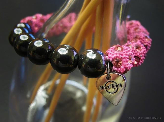 hard-rock-pinktober-bracelet-logo