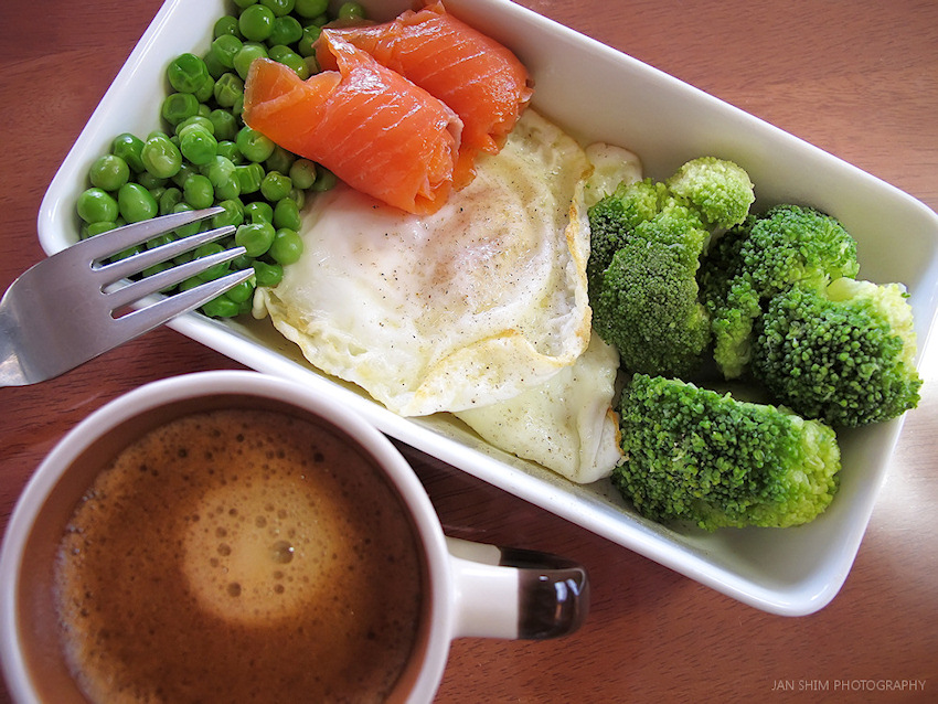 coffee-broccoli-eggs-green-peas-smoked-salmon