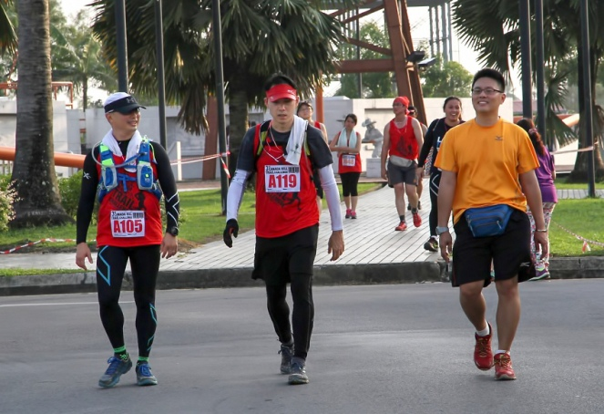 I split up from Jackie and See Fong right from the start only to regroup before the finish line. Photo courtesy of Bulatan Runners Club, Miri.